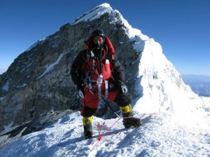 himalaya-2011-apa-sherpa-goes-for-number-21-L-z48g0P